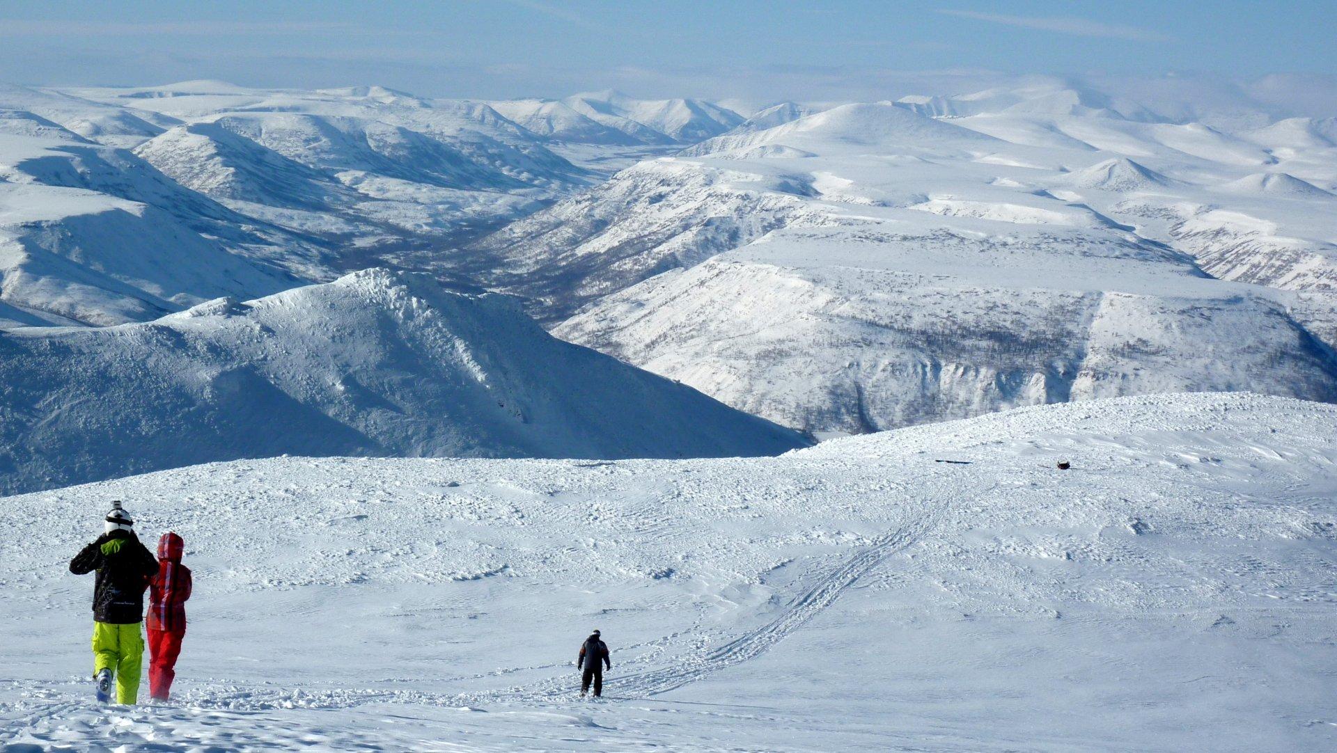 В черте Петропавловска-Камчатского расположена горнолыжная база Красная  сопка, которой ежедневно отдают предпочтение любители горных лыж и  сноуборда. 5928a19f4cb
