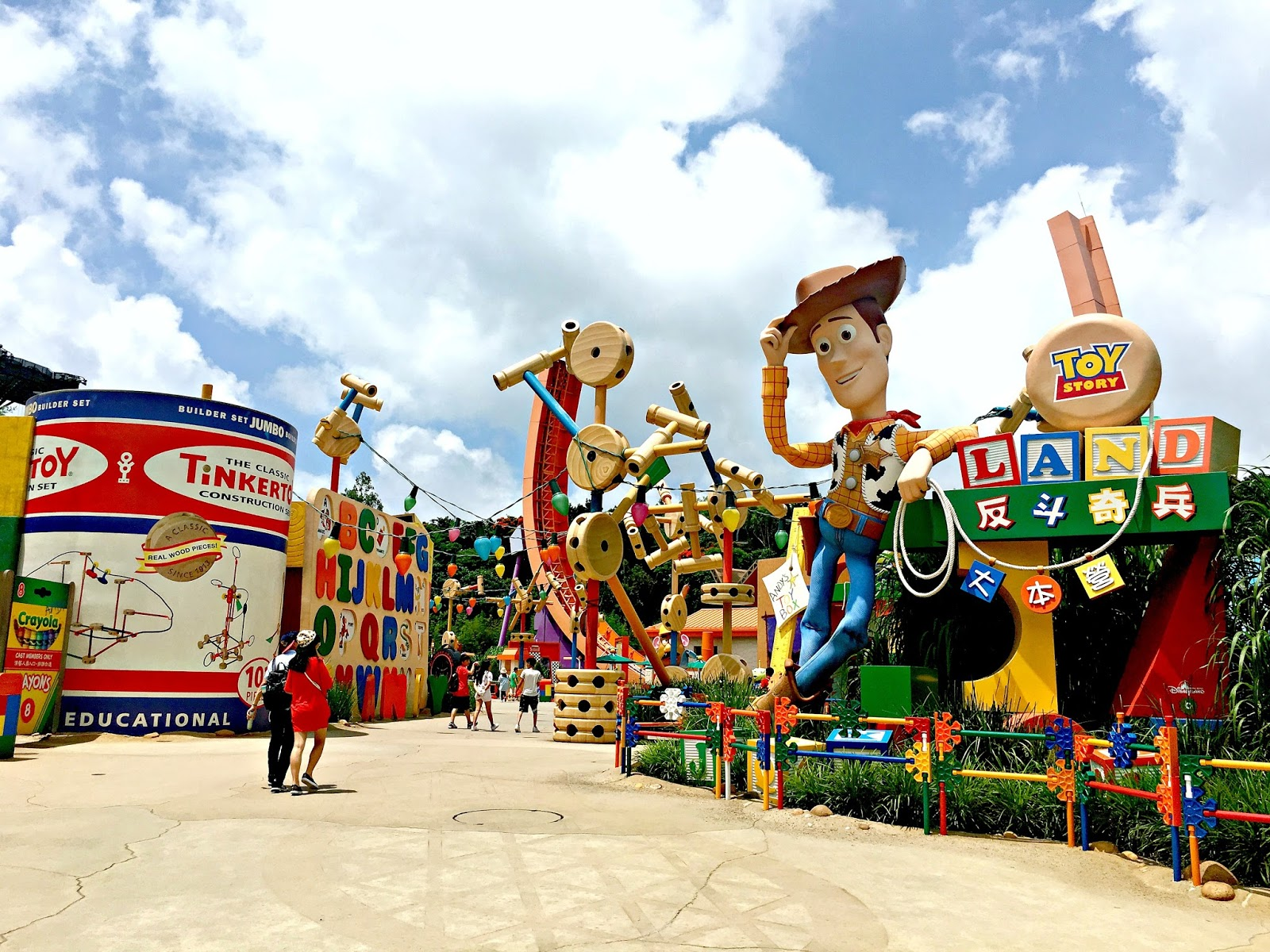 hong kong disney Discover hong kong disneyland's magical kingdoms with this skip-the-line ticket meet your favorite disney characters including mickey mouse, donald duck and daisy duck.
